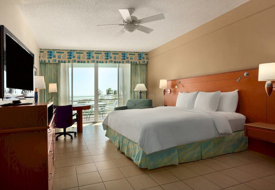 Bedroom Classic Resort property Suite cottage living room