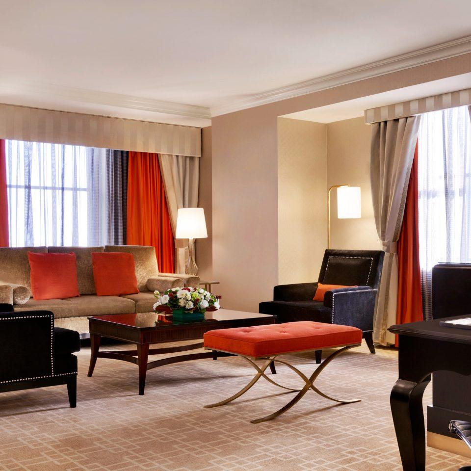 Bedroom Classic Resort chair property living room Suite condominium home leather