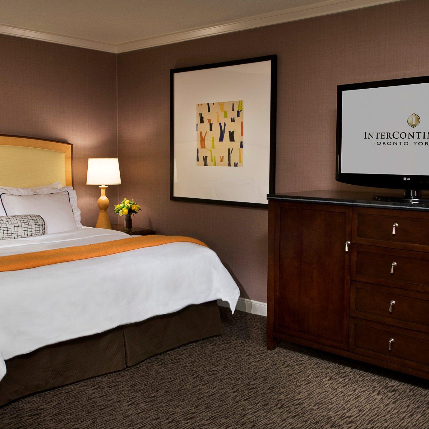 Classic Resort Bedroom property Suite hardwood cottage bed sheet