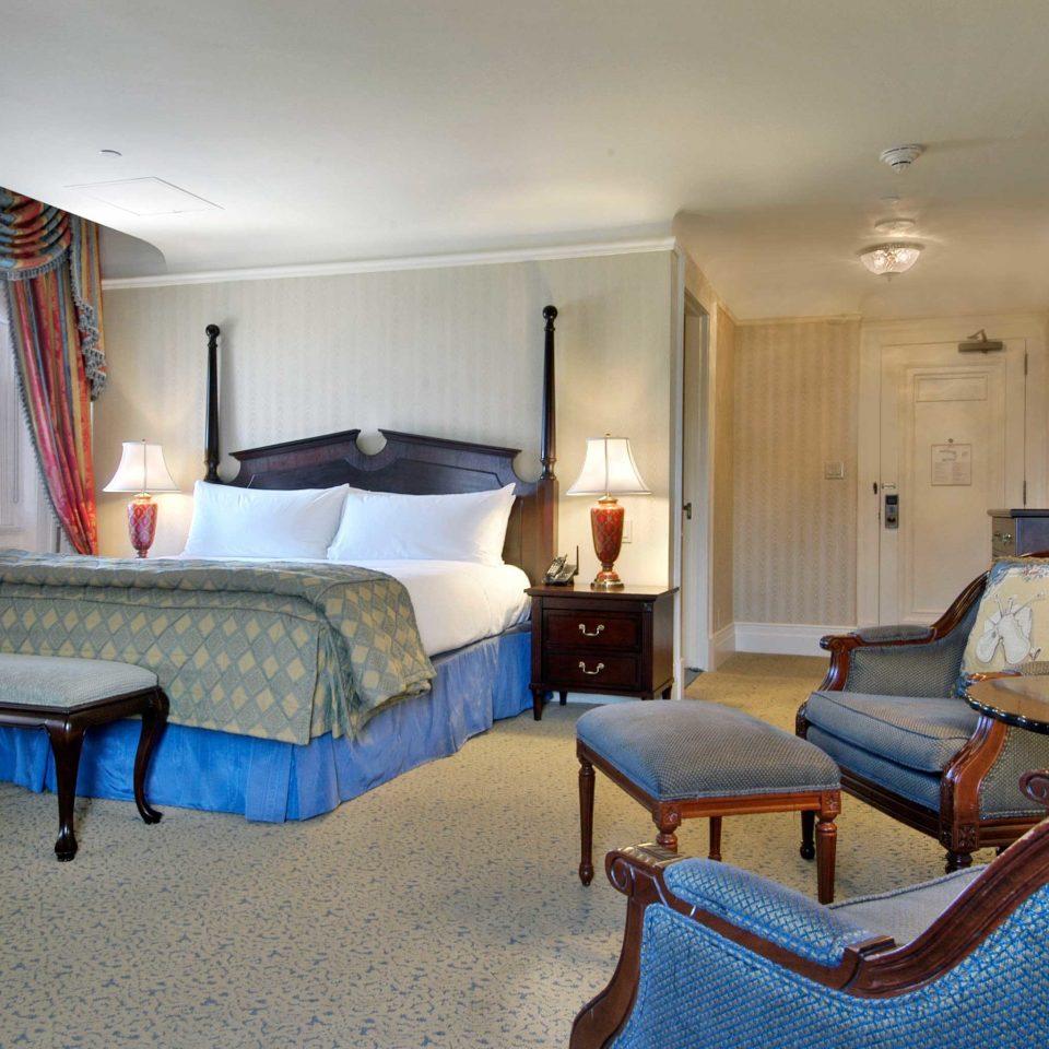 Classic Resort property Bedroom Suite cottage home living room Villa cluttered
