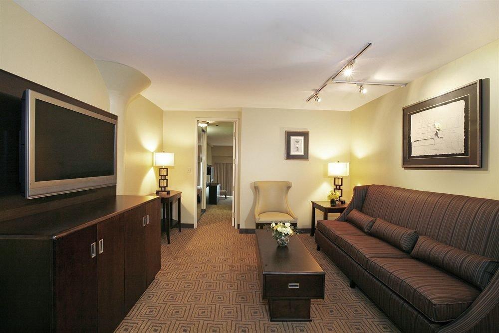 Classic sofa property living room Suite home condominium hardwood basement cottage Bedroom flat tan