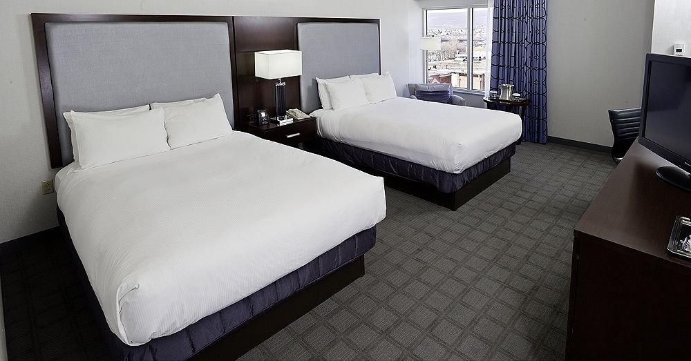 Bedroom Classic property desk Suite bed sheet night