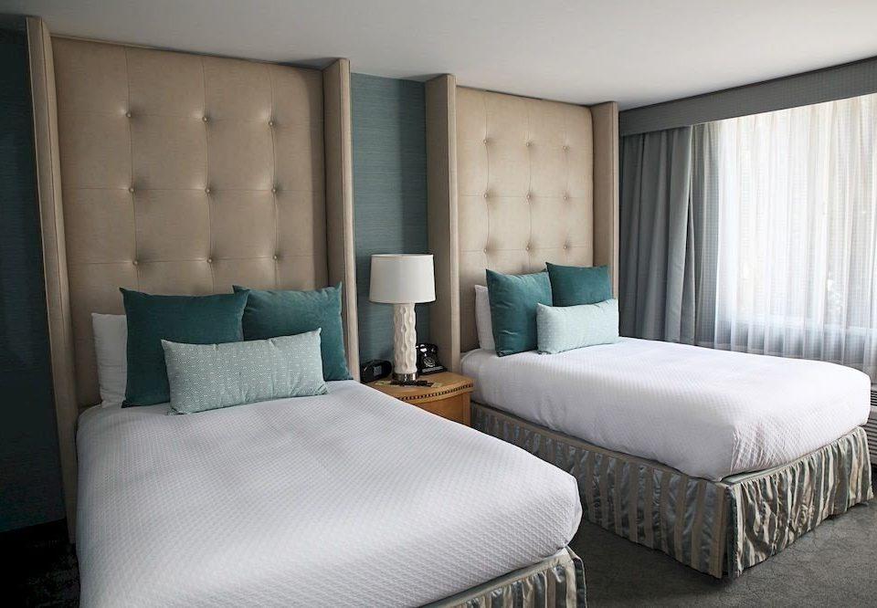 Bedroom Classic property Suite green cottage pillow condominium night