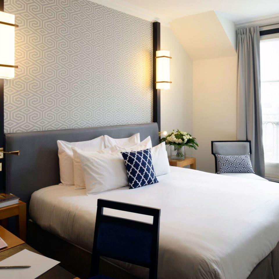 Bedroom Classic property Suite condominium home cottage living room