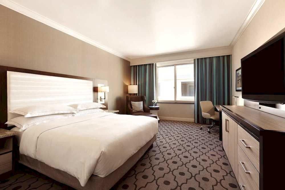 Bedroom Classic property Suite double cottage condominium