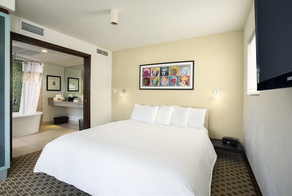 Bedroom Classic property white scene Suite cottage condominium flat