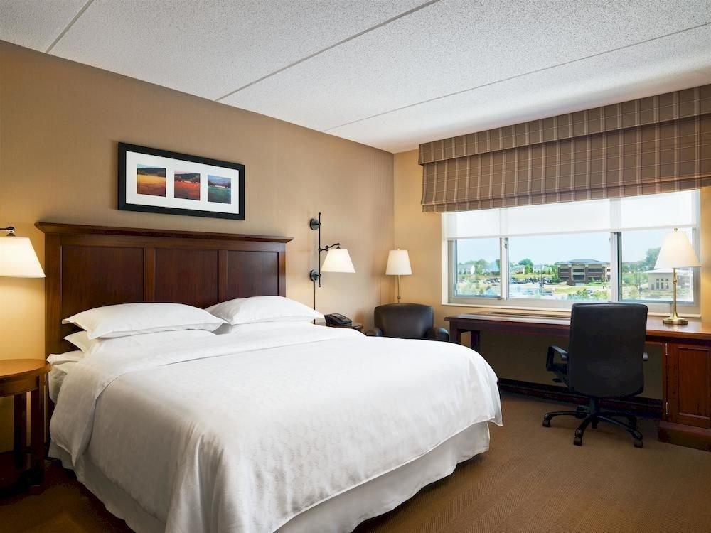 Bedroom Classic property desk scene Suite condominium cottage