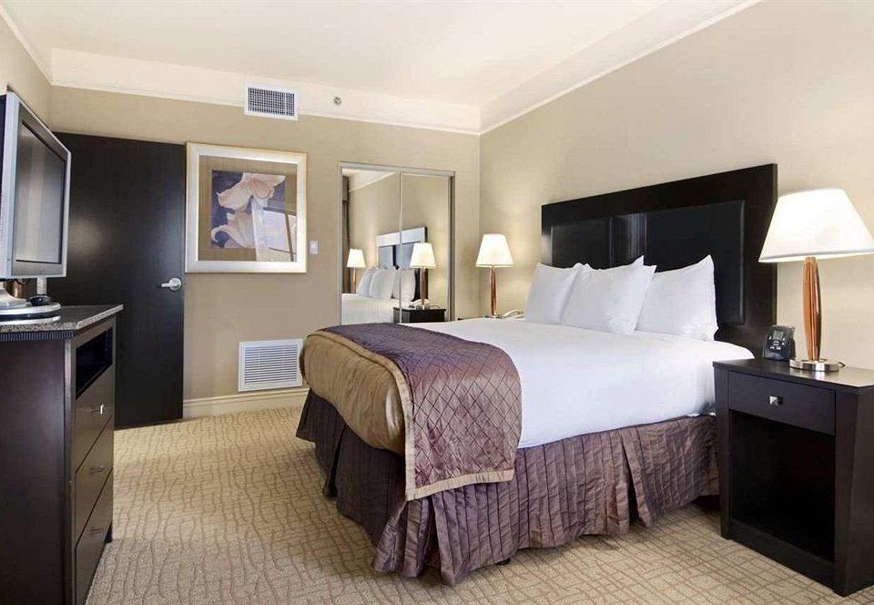 Bedroom Classic property desk Suite cottage flat tan