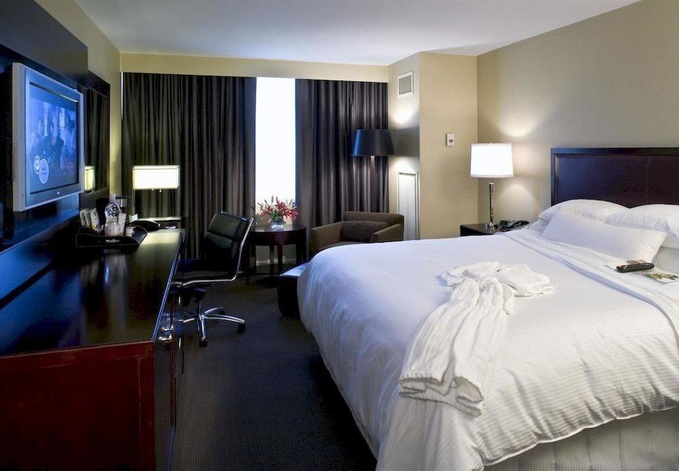 Bedroom Classic property Suite