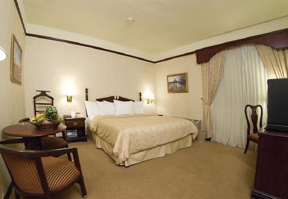 Bedroom Classic property Suite cottage Villa lamp