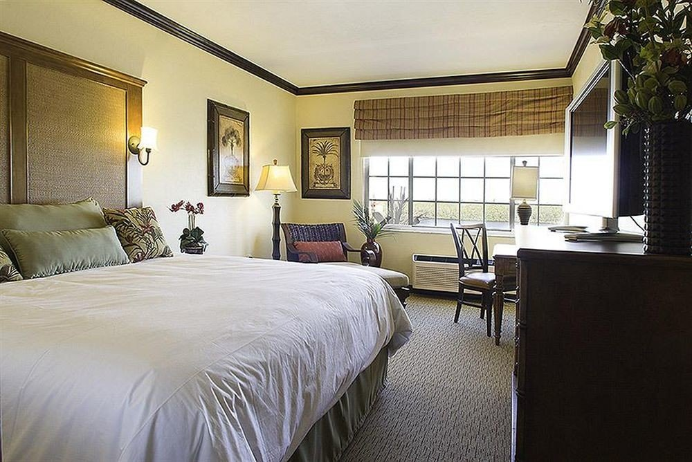 Bedroom Classic property home Suite living room cottage Villa condominium