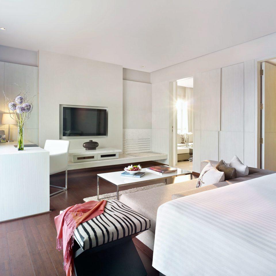Bedroom Classic property Suite condominium home cottage living room Villa