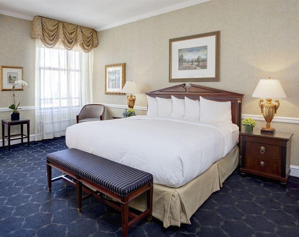 Bedroom Classic property Suite cottage hardwood Villa bed frame