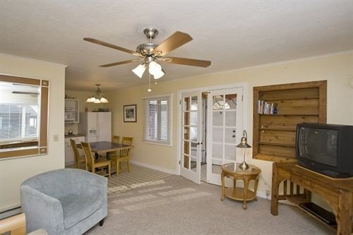 property living room home cottage hardwood farmhouse condominium Bedroom