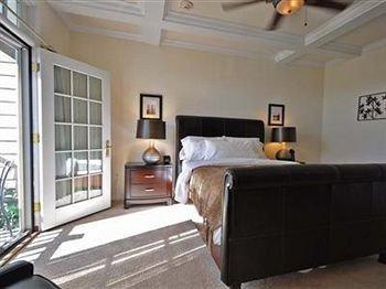 property Bedroom home hardwood cottage condominium