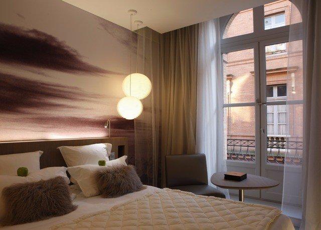 property living room condominium home Bedroom lighting cottage