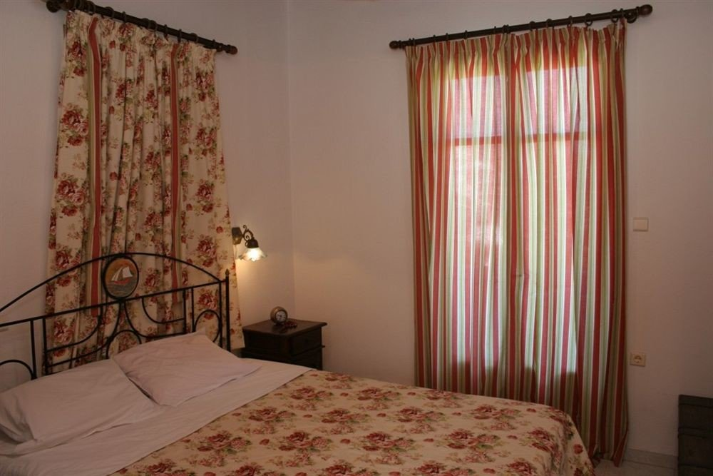 curtain Bedroom property cottage textile window treatment