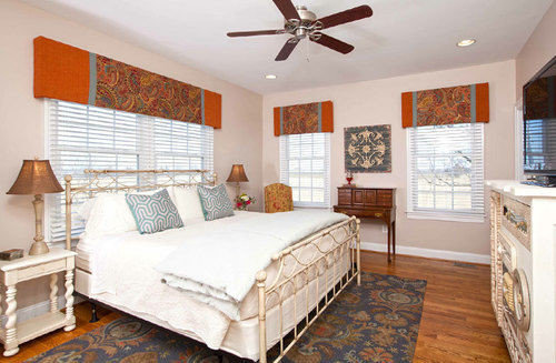 Bedroom property cottage home hardwood farmhouse living room