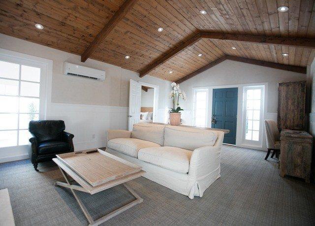 property living room home cottage hardwood loft Bedroom farmhouse