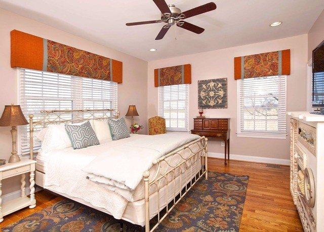 Bedroom property home cottage hardwood living room farmhouse