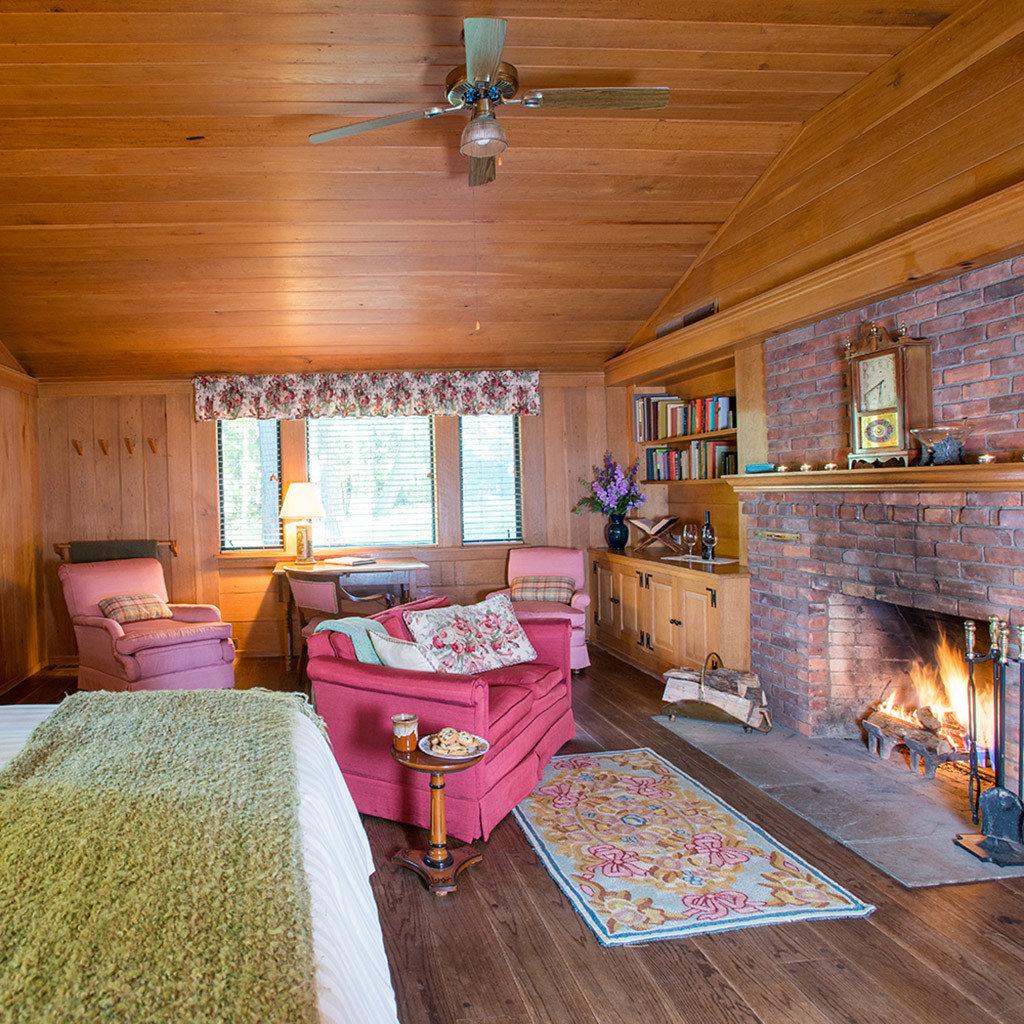 property house home cottage log cabin living room recreation room farmhouse Bedroom