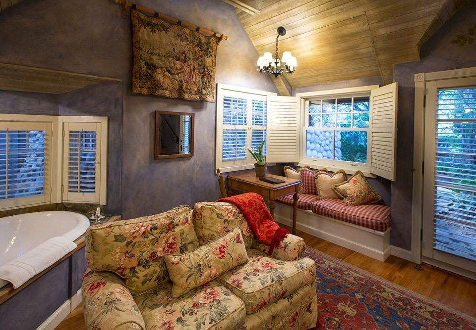sofa property living room home house cottage Bedroom log cabin farmhouse mansion