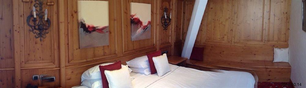 property cottage hardwood wood flooring flooring Bedroom