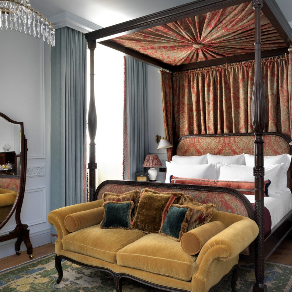 sofa living room property Bedroom home cottage four poster