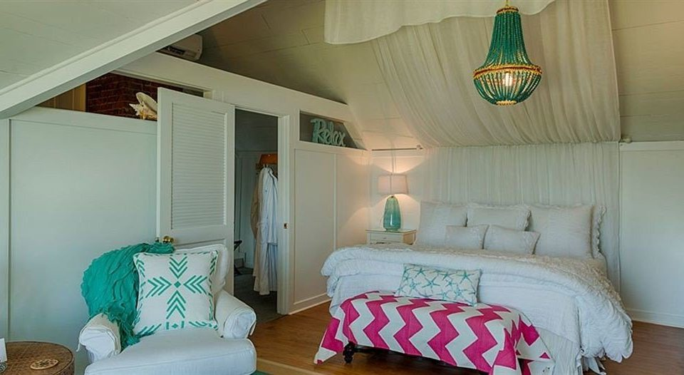 Bedroom property house green cottage home living room
