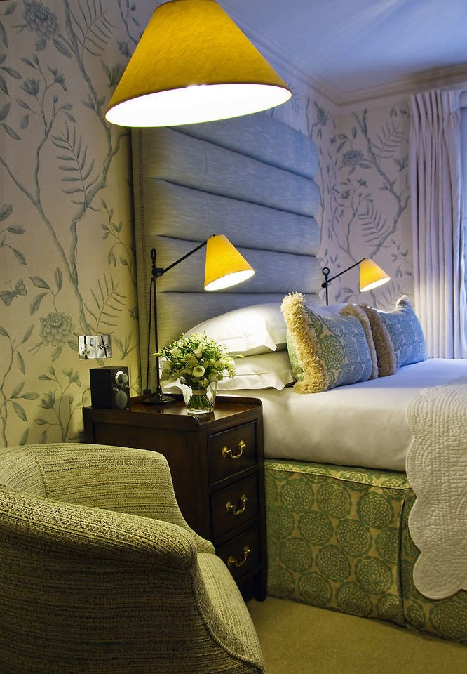yellow living room home lighting green Bedroom pillow cottage wallpaper lamp