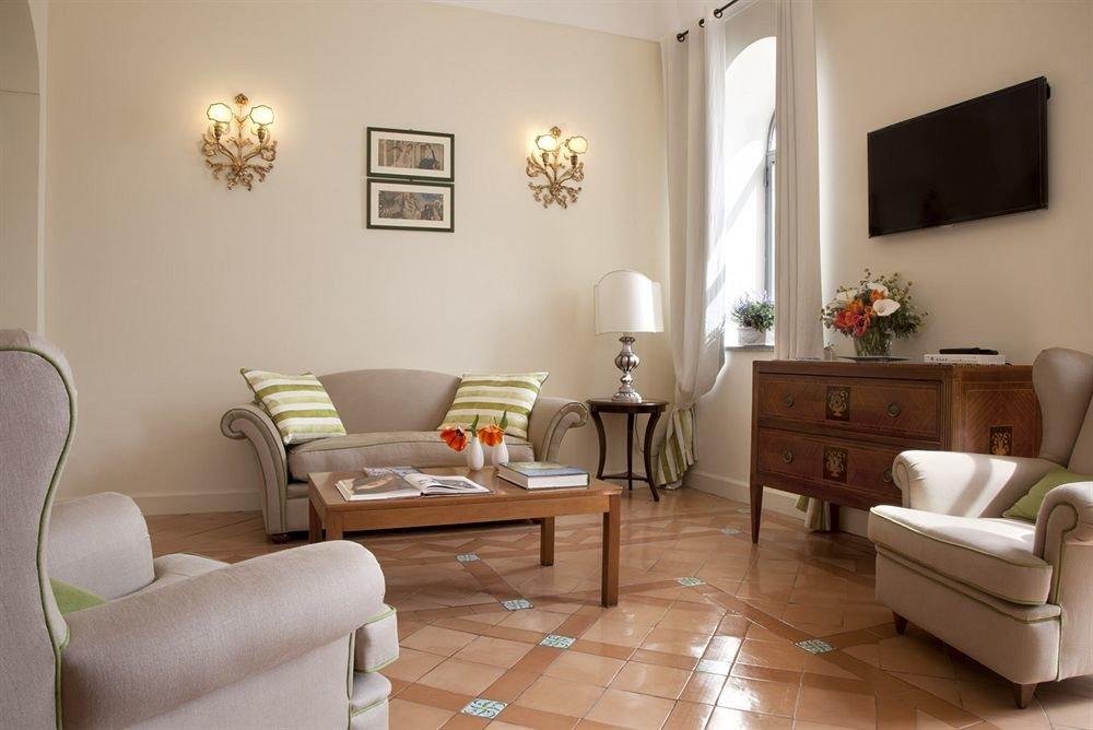 property living room Bedroom home hardwood cottage