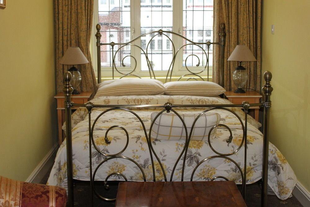 property hardwood home cottage Bedroom