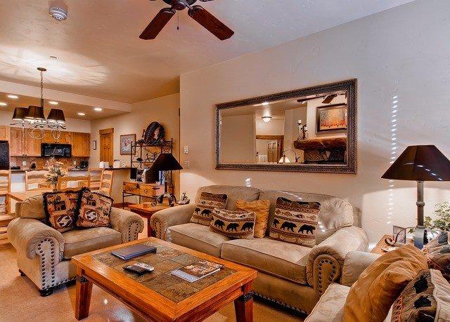 living room property home hardwood Bedroom cottage
