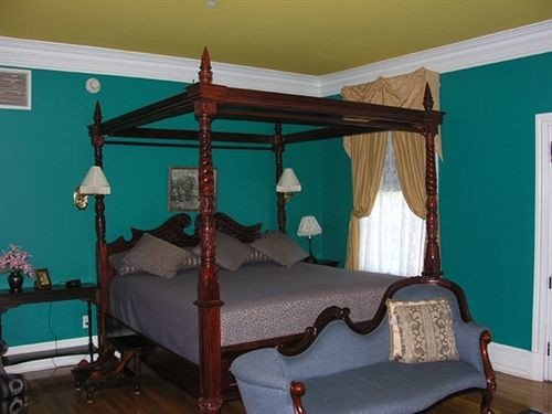 property Bedroom living room cottage home mural lamp