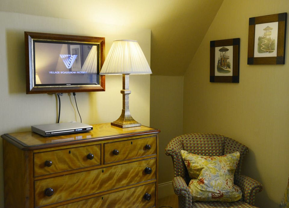 property yellow home living room Bedroom cottage lamp