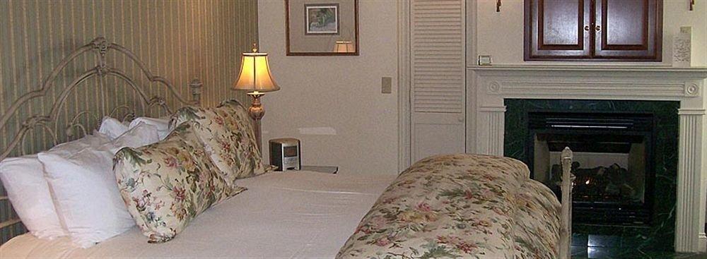 sofa Bedroom property pillow home cottage scene living room lamp mansion