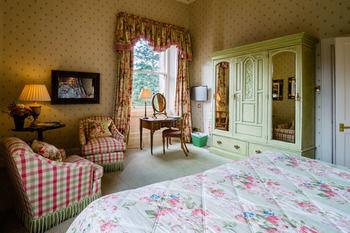 property Bedroom cottage home living room