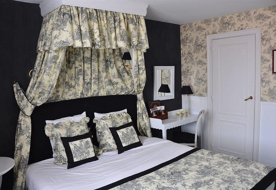 property Bedroom living room cottage home