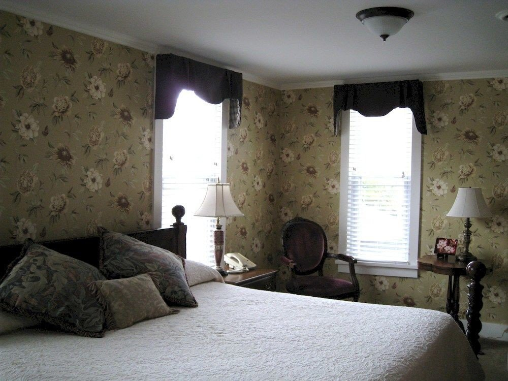 property Bedroom cottage pillow home living room