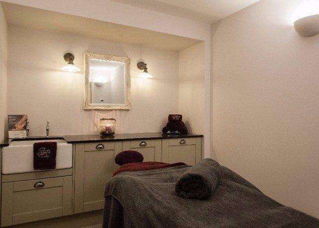property home cottage Bedroom