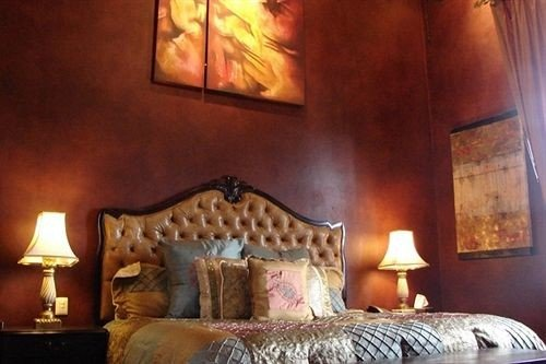 sofa property living room Bedroom cottage lamp painting