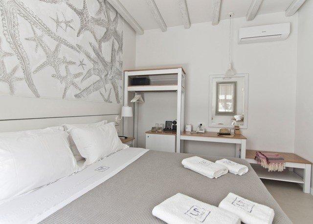 property living room Bedroom white cottage loft