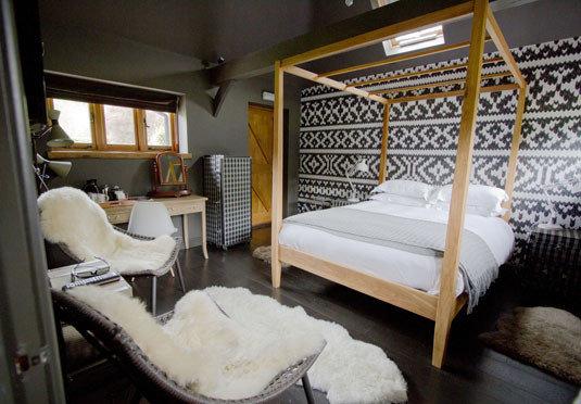 property vehicle cottage Bedroom