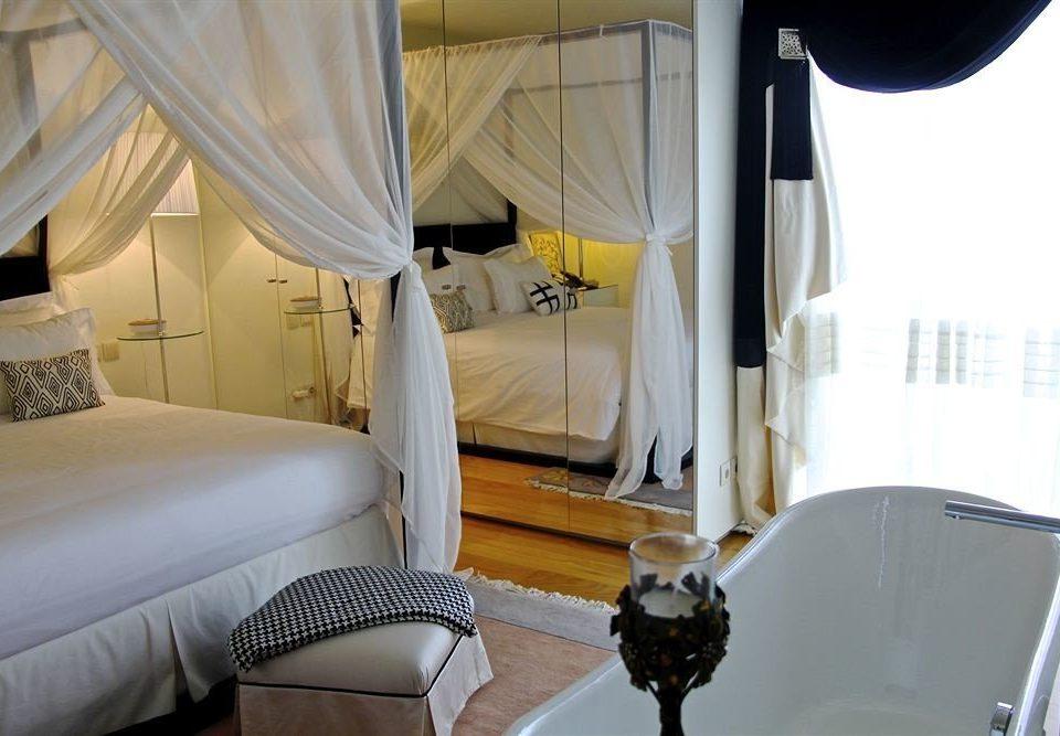 vehicle cottage Bedroom