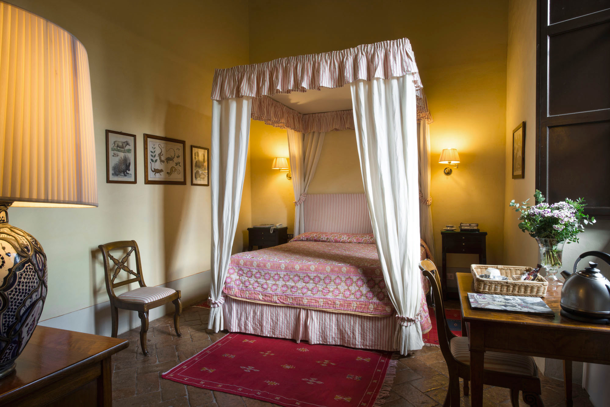 Bedroom Country Cultural Elegant Historic property chair Suite cottage home Villa living room