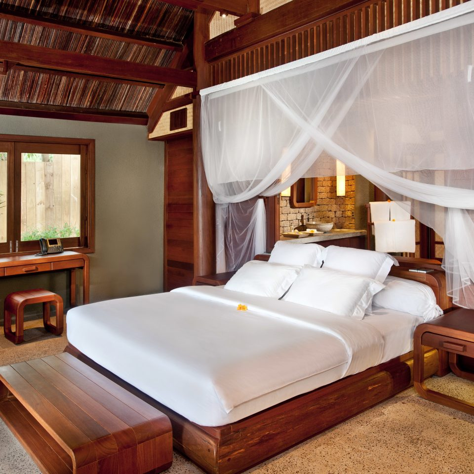 Bedroom Country Eco Forest Jungle Luxury Mountains Nature Outdoor Activities Scenic views Tropical Villa Waterfront property Suite curtain cottage home mansion Resort