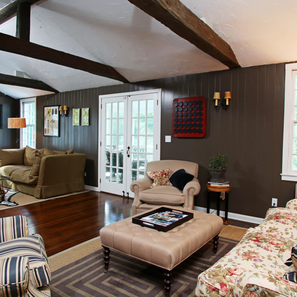 Country Elegant Inn Lounge sofa living room property home house cottage Bedroom leather