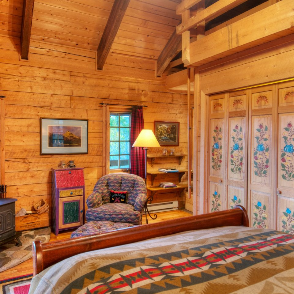 Bedroom Country Fireplace Ranch Rustic property log cabin home house cottage living room hardwood farmhouse recreation room mansion