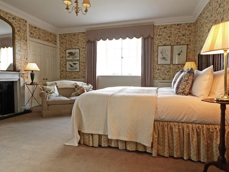 Bedroom Country Golf Historic sofa property Suite hardwood home living room cottage bed sheet