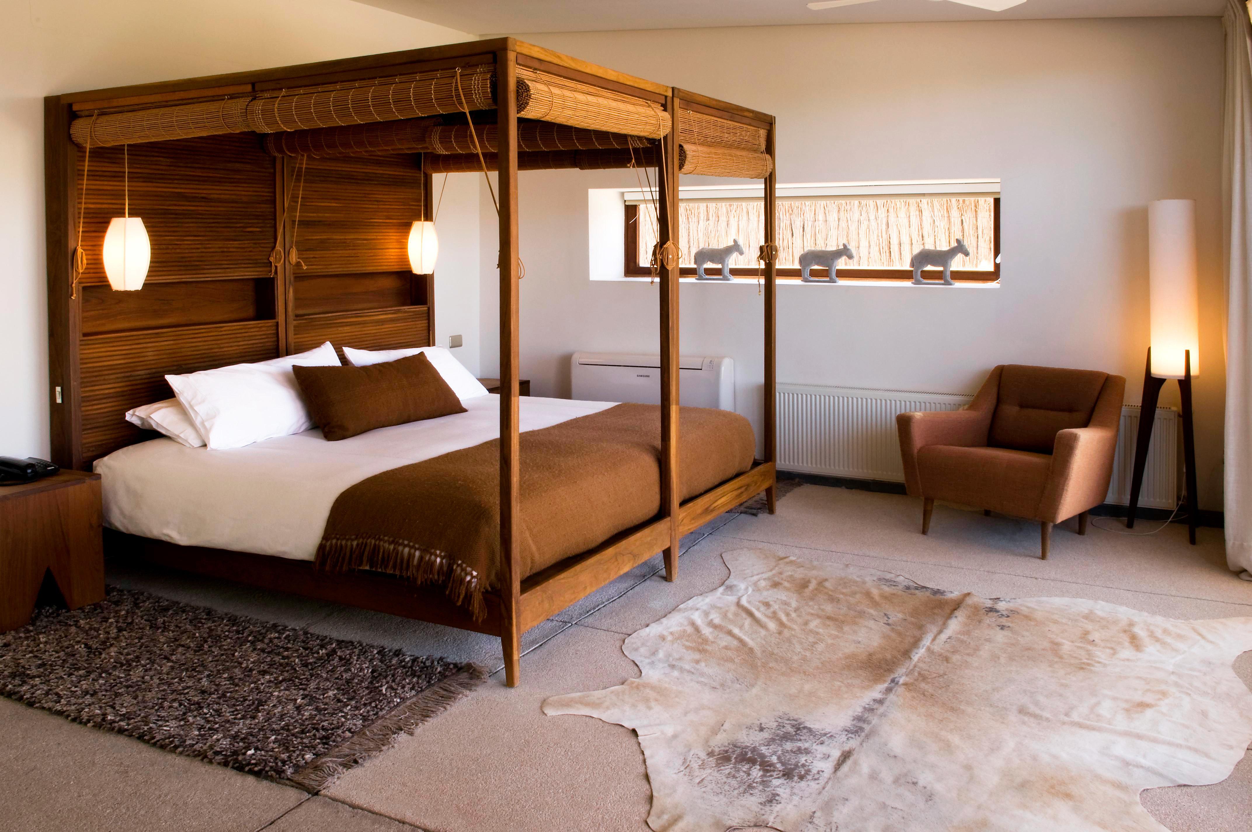 Bedroom Country Hip Luxury Suite property living room home hardwood cottage Villa bed frame